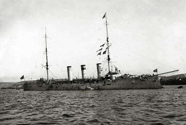 Крейсер «Пам'ять Меркурія», один із перших кораблів, де була створена українська рада. Підняття його командою українського прапора 25 листопада 1917 р. стало прикладом для багатьох