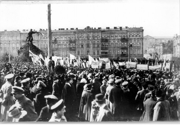 Українська національна маніфестація на Софійській площі в Києві. 1 квітня 1917 р.