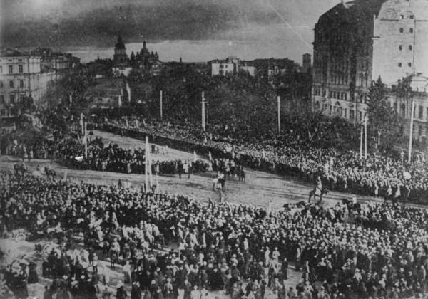 Урочисте проголошення об'єднання УНР і ЗУНР на Софійській площі в Києві.  22 січня 1919 р.