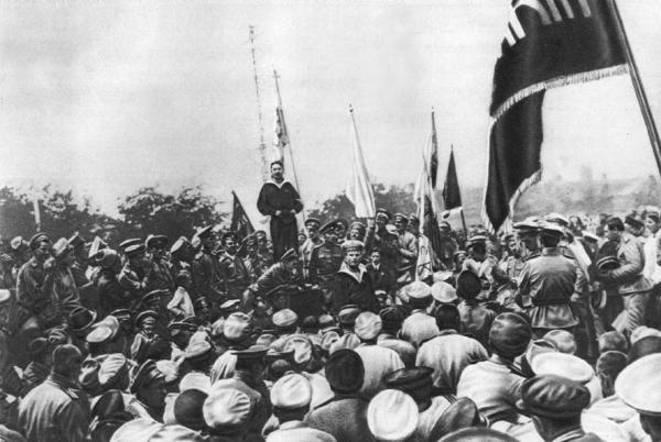 Промова матроса-українця, делегата Балтійського флоту на Історичному бульварі в Севастополі влітку 1917 р. перед українізованими частинами морської піхоти «Спеціальної десантної дивізії»